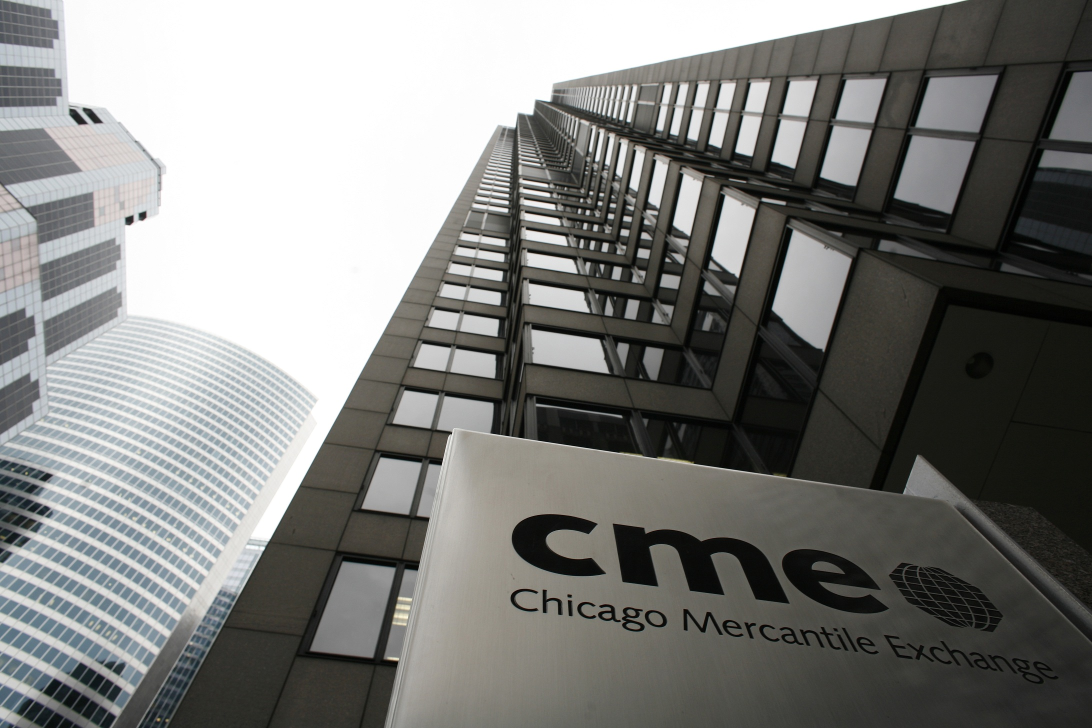 The Chicago Mercantile Exchange is pictured March 17, 2008. CME Group Inc, the world's largest derivatives exchange, on Monday forged a definitive agreement to buy energy and precious metals mart NYMEX for about $9.4 billion. REUTERS/John Gress (UNITED STATES) - RTR1YFKW