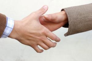 handshake-detail-1532854-1279x852